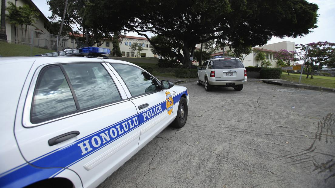 Dos policías muertos y múltiples casas incendiadas tras un tiroteo en la capital de Hawái