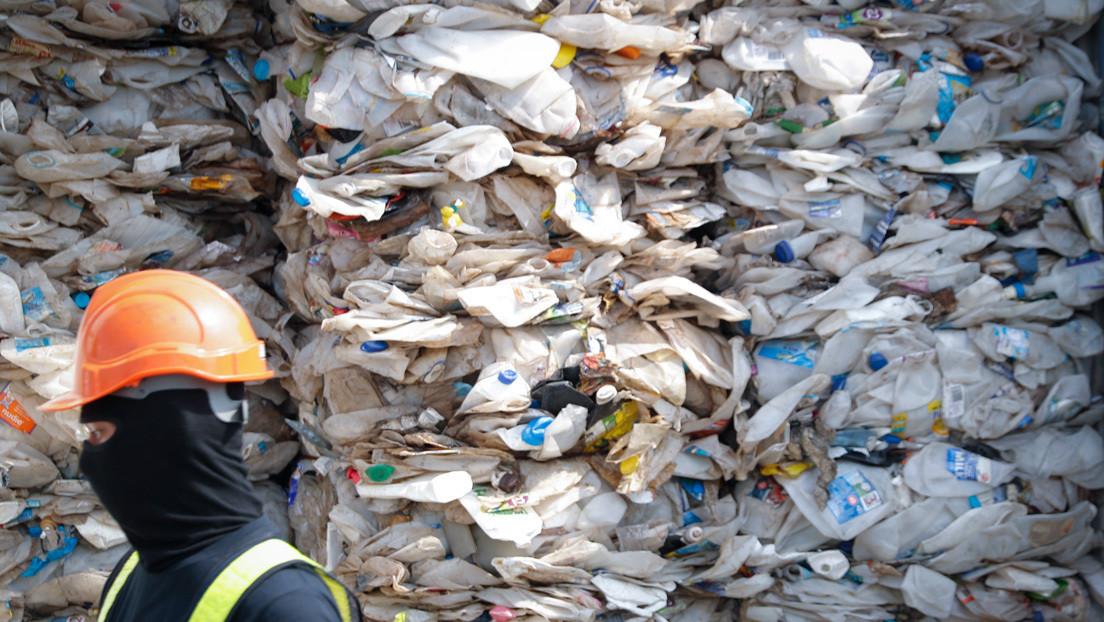 """""""No somos el basurero del mundo"""": Malasia devuelve más de 3.700 toneladas de desechos a países desarrollados"""