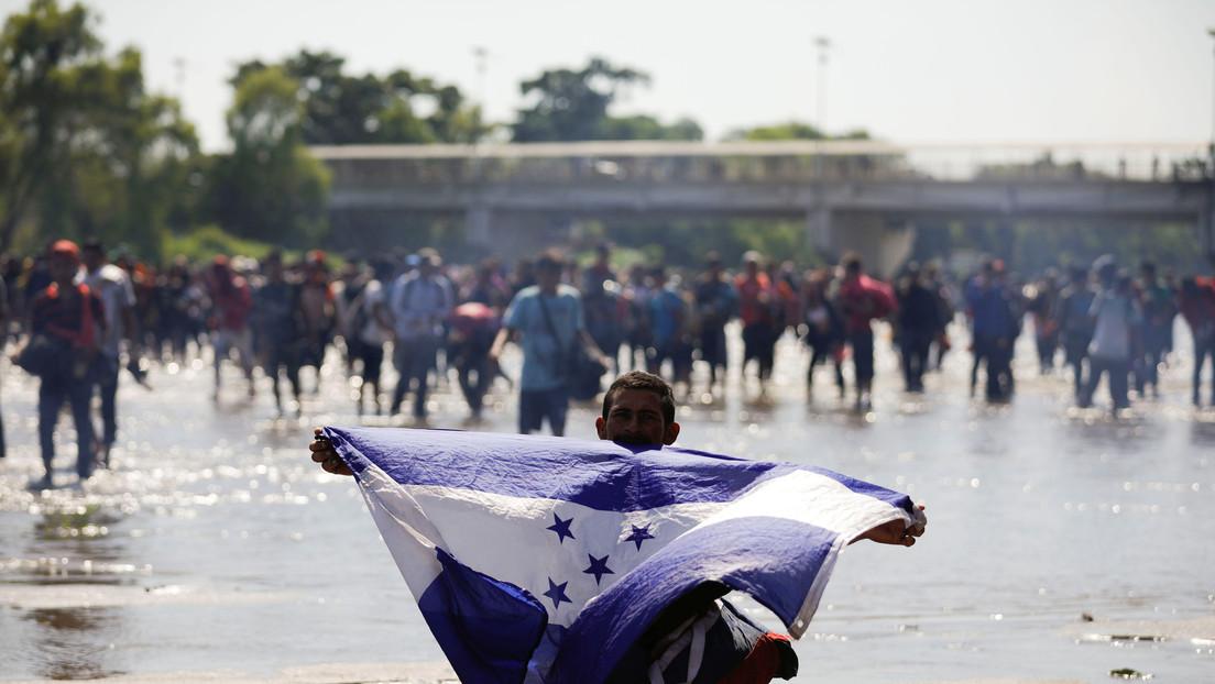 Detienen a migrantes centroamericanos que cruzaron el río Suchiate para llegar a México