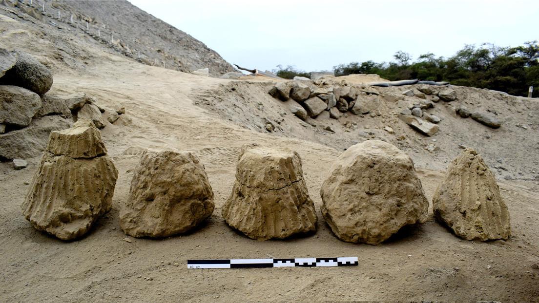 Encuentran en Perú cuatro adobes cónicos de 4.000 años de antigüedad