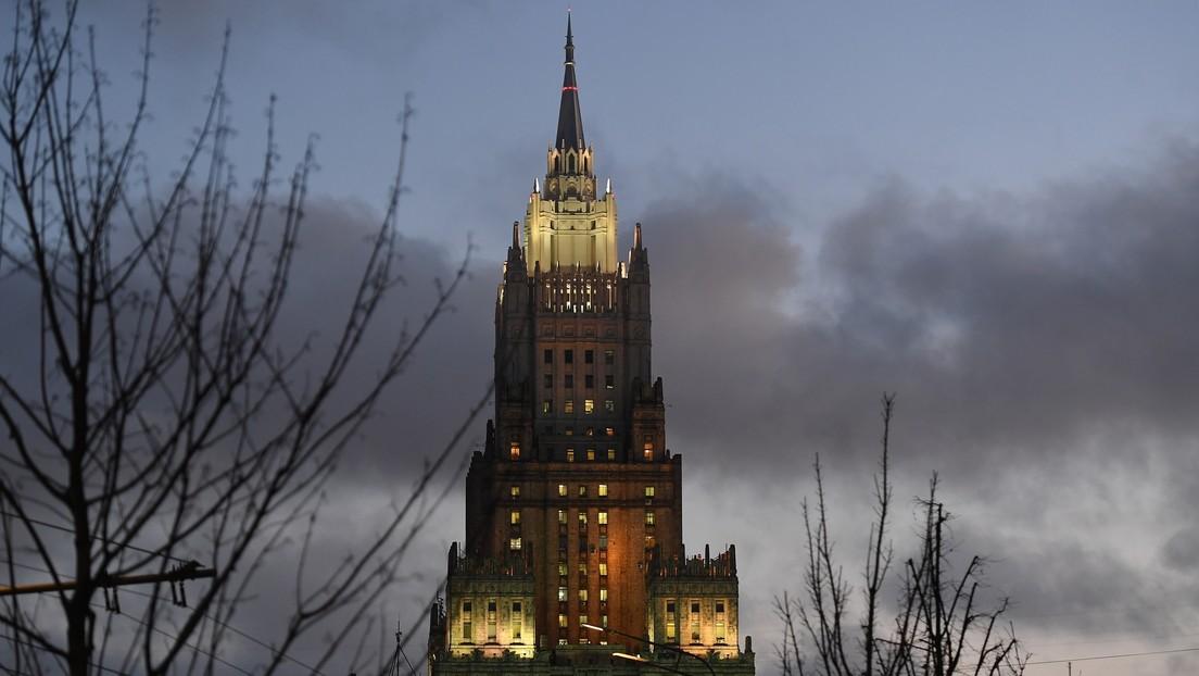 """Cancillería rusa: """"EE.UU. nunca abandona la política de cambio de regímenes"""""""