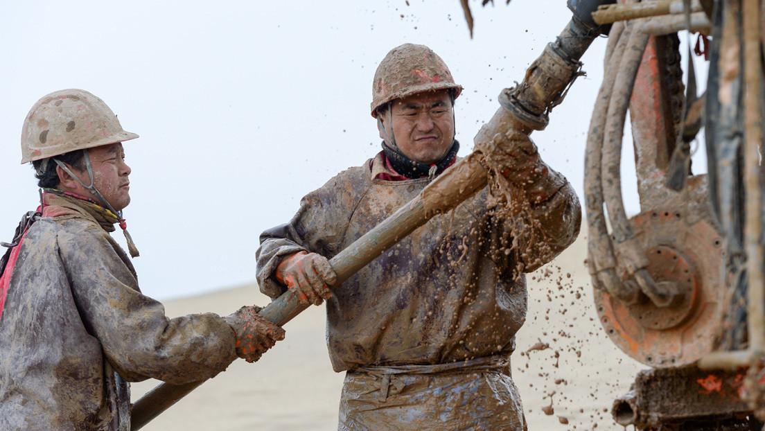 China descubre petróleo y gas en el pozo más profundo de Asia