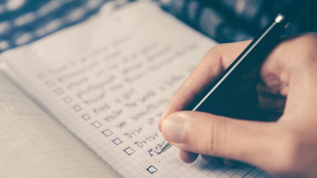 Nuevo reto viral: una madre escribe una lista de compras con una palabra que nadie puede descifrar (ni siquiera ella misma)