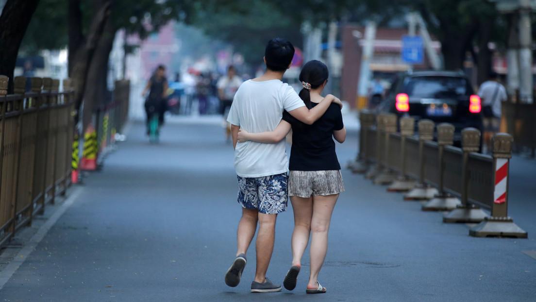 Autoridades de una ciudad china avergüenzan públicamente a varias personas por salir a la calle en piyama