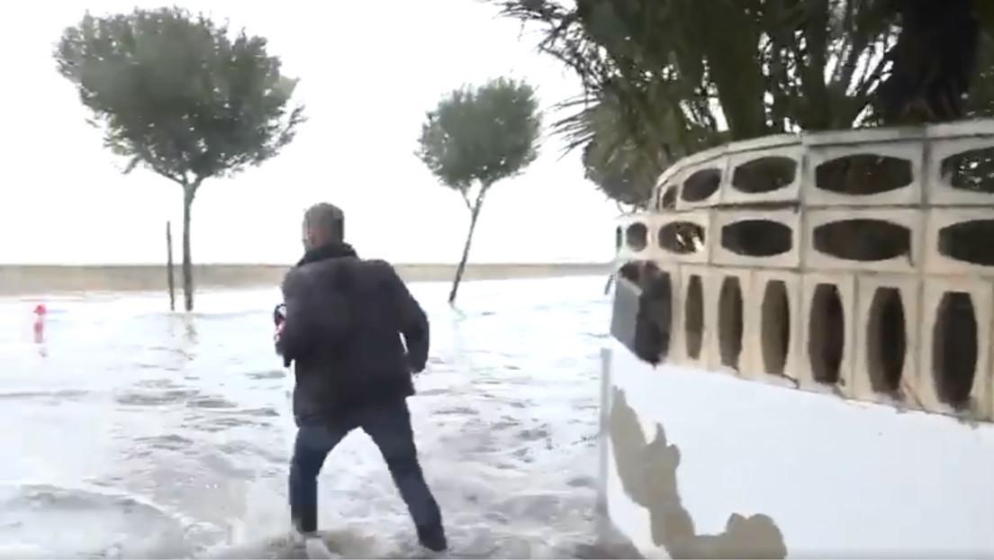 Reportero español critica los peligros que afrontan para informar en directo de los temporales y recibe el aplauso de los tuiteros