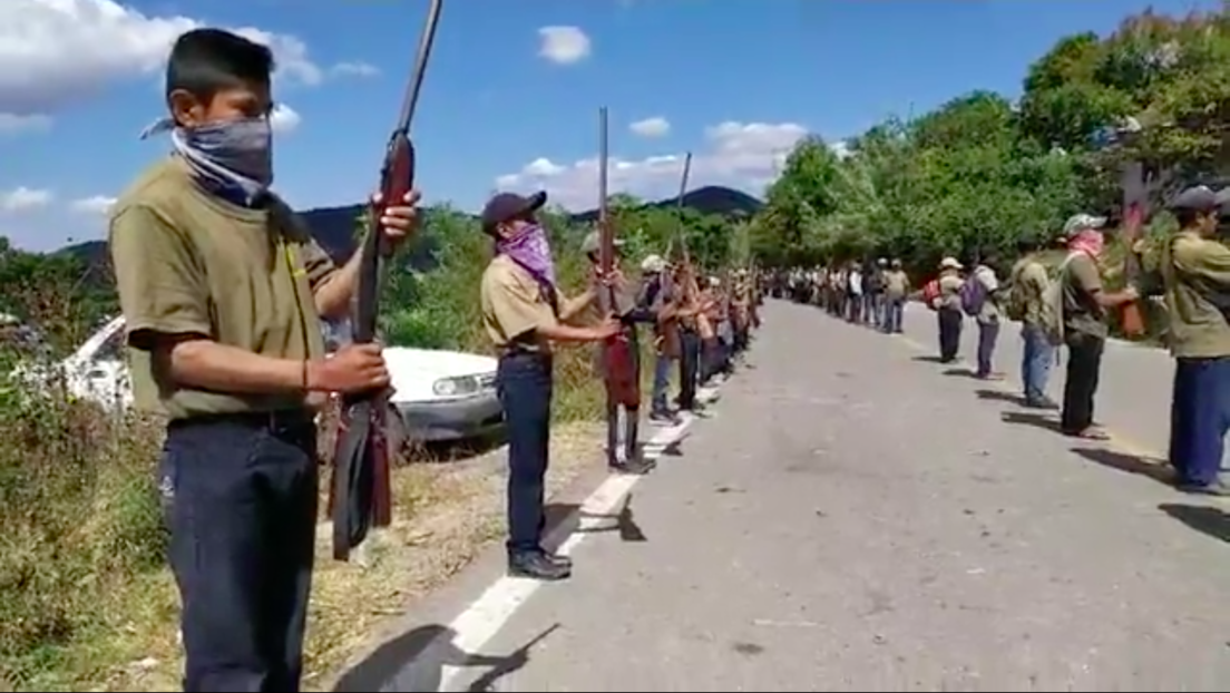 Polémica en México por la incorporación de niños a un cuerpo de policía comunitaria que les dota de armas