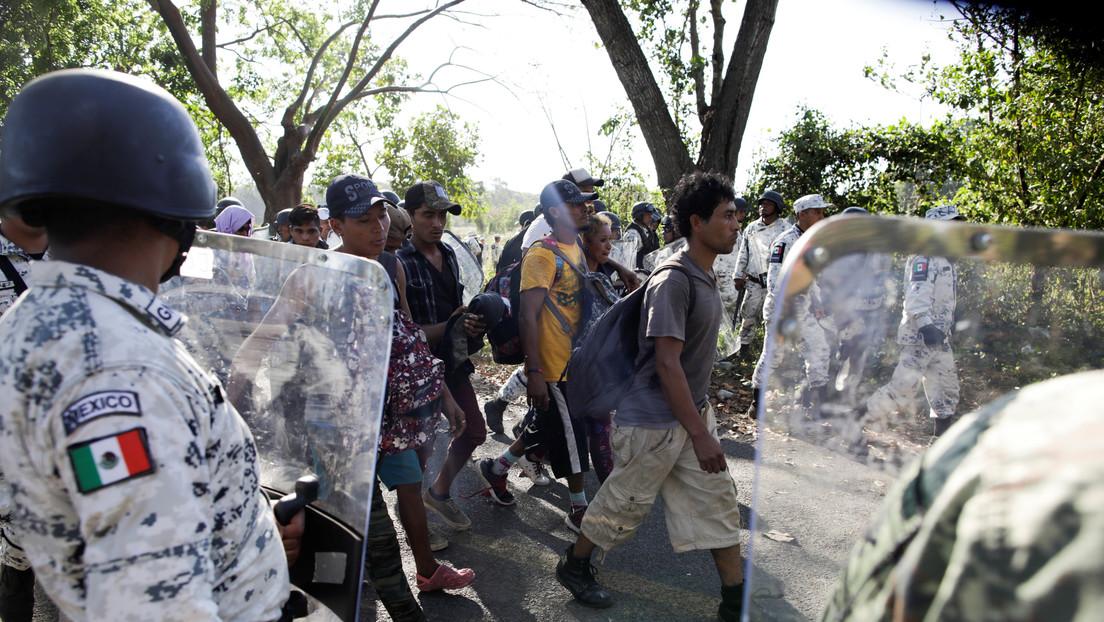 VIDEO: La Guardia Nacional de México impide el paso de la caravana migrante en Chiapas