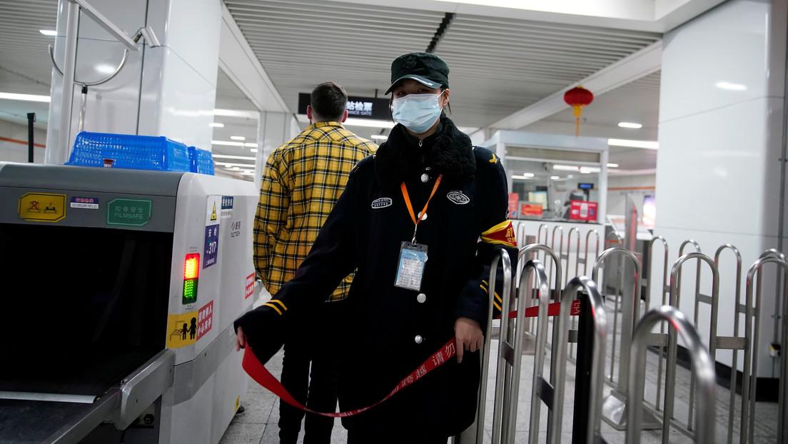 Diez ciudades chinas suspenden sus conexiones de transporte por el brote de coronavirus