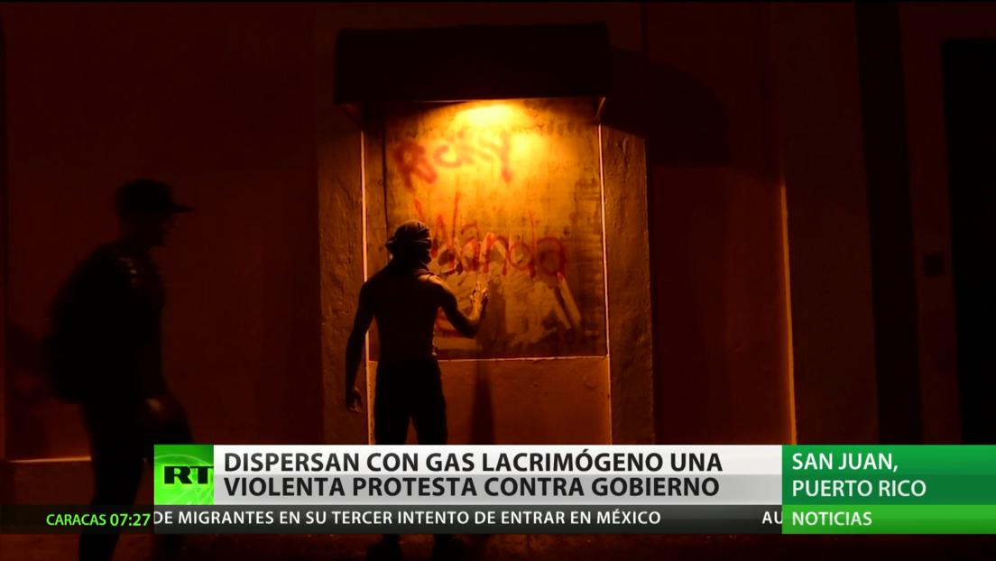 Puerto Rico: Dispersan con gas lacrimógeno una violenta protesta contra el Gobierno