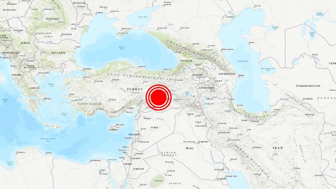 Sismo de 6.8 deja cuatro muertos en Turquía