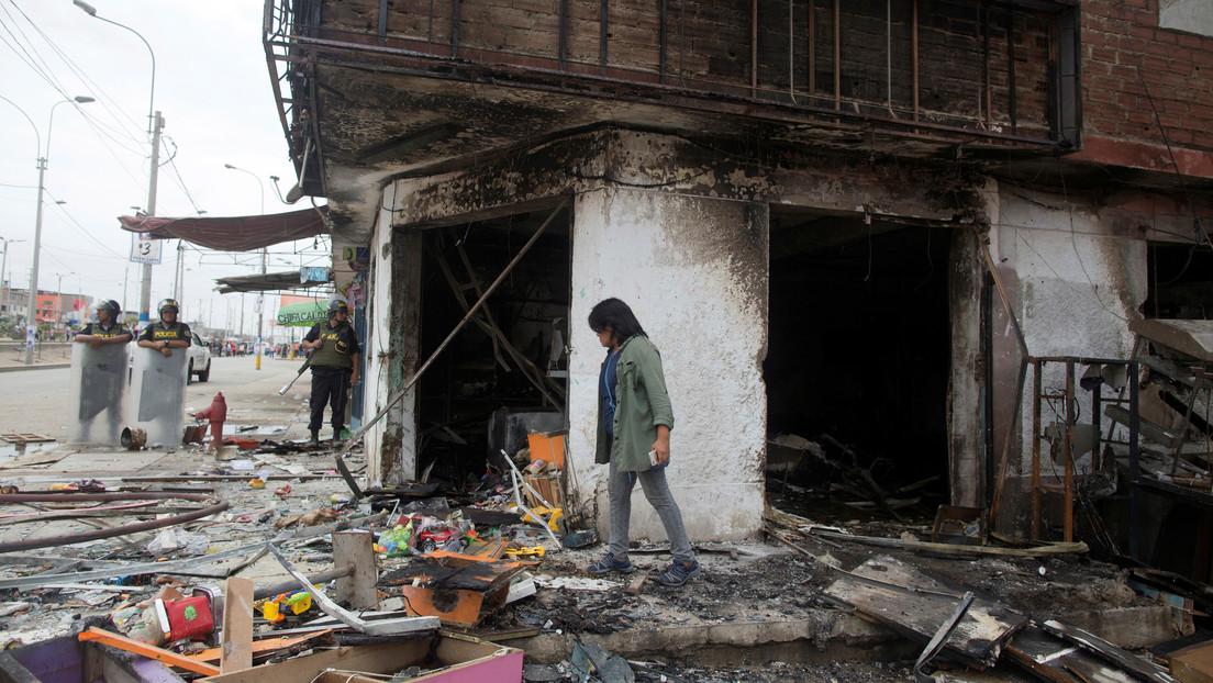 Asciende a ocho la cifra de muertos por la explosión de un camión cisterna en Lima