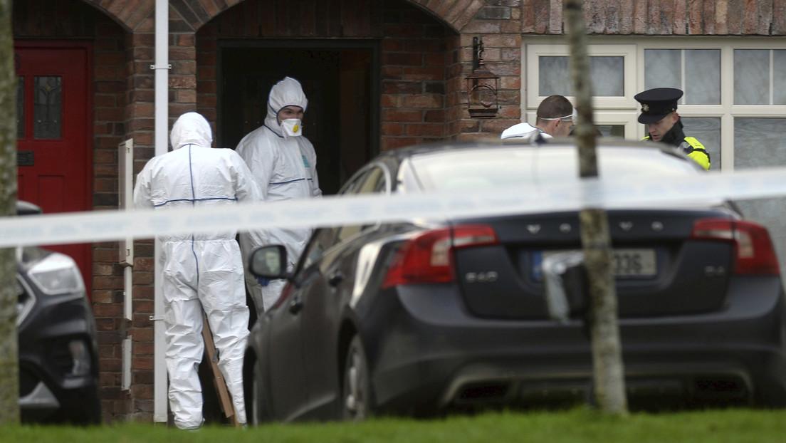 """""""No subas las escaleras, llama a emergencias"""": La Policía investiga la muerte """"inexplicable"""" de tres niños en Irlanda"""