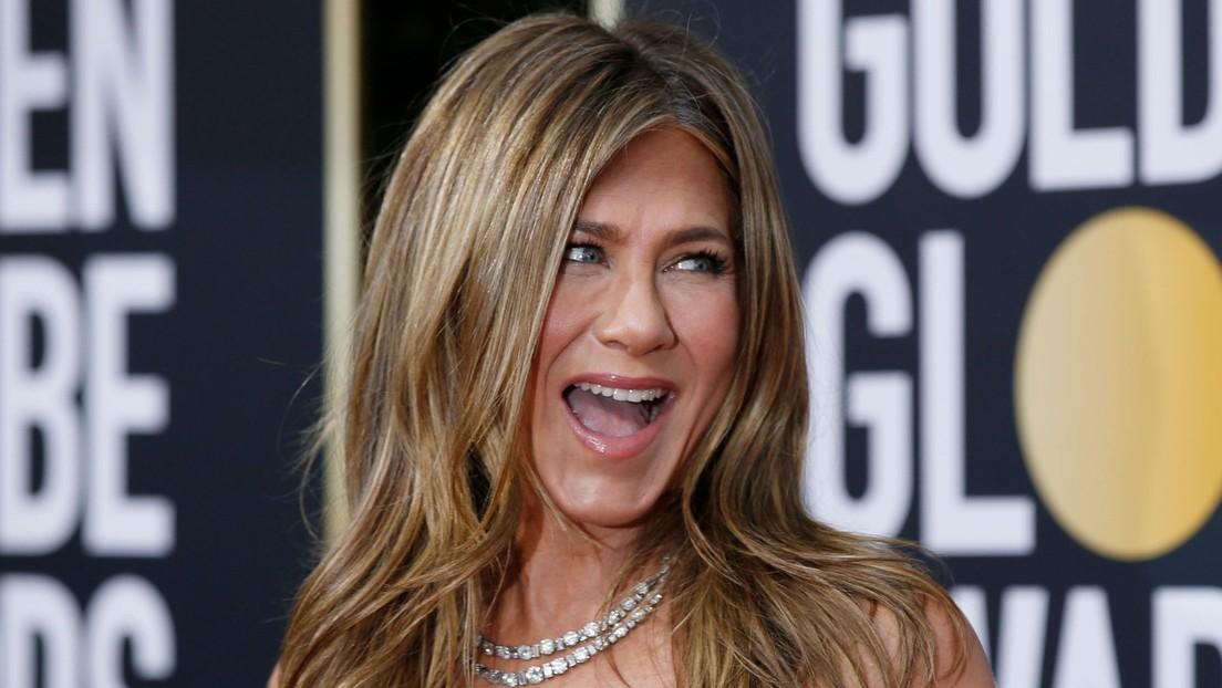 VIDEO: Jennifer Aniston se esconde tras el sofá de la cafetería de 'Friends' y sorprende a sus seguidores