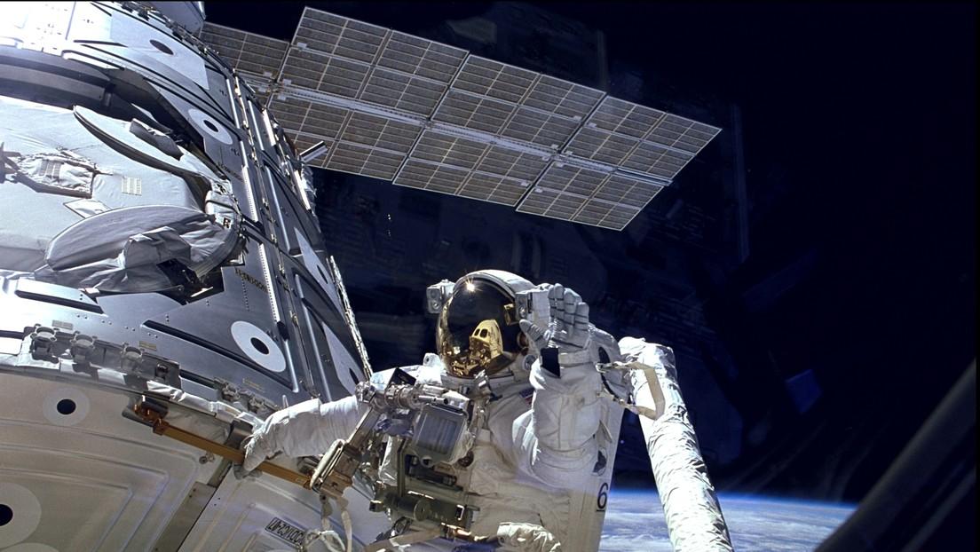 VIDEO: Astronautas realizan una caminata espacial para completar reparaciones en la EEI