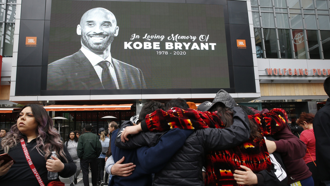 VIDEO: Miles de personas se congregan en el Staples Center para rendir tributo a Kobe Bryant