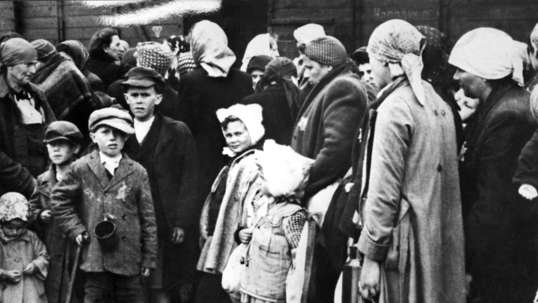 """""""Si alguien caía, inmediatamente lo fusilaban"""": La historia de dos hermanas que sobrevivieron a los horrores de Auschwitz"""