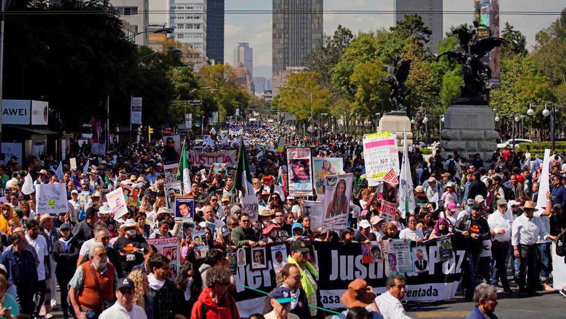 La marcha por la paz termina en México con reclamos y empujones por parte de simpatizantes de López Obrador