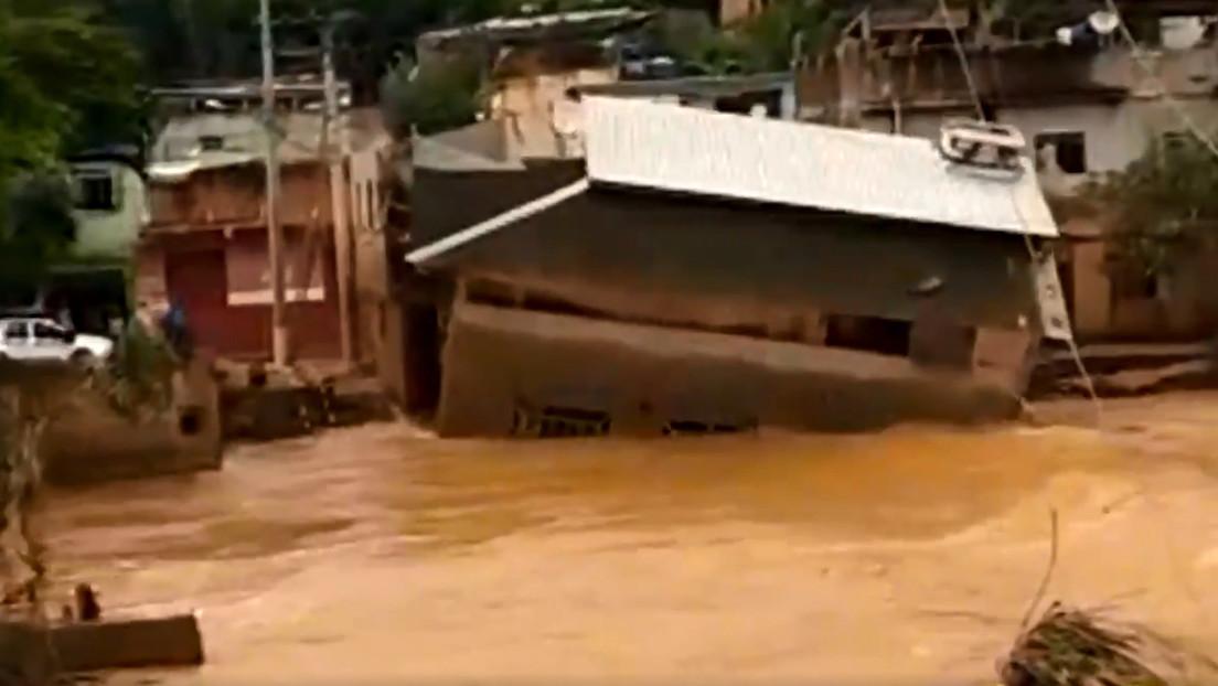 VIDEO: Momento en que una casa de dos pisos es engullida por las inundaciones en Brasil
