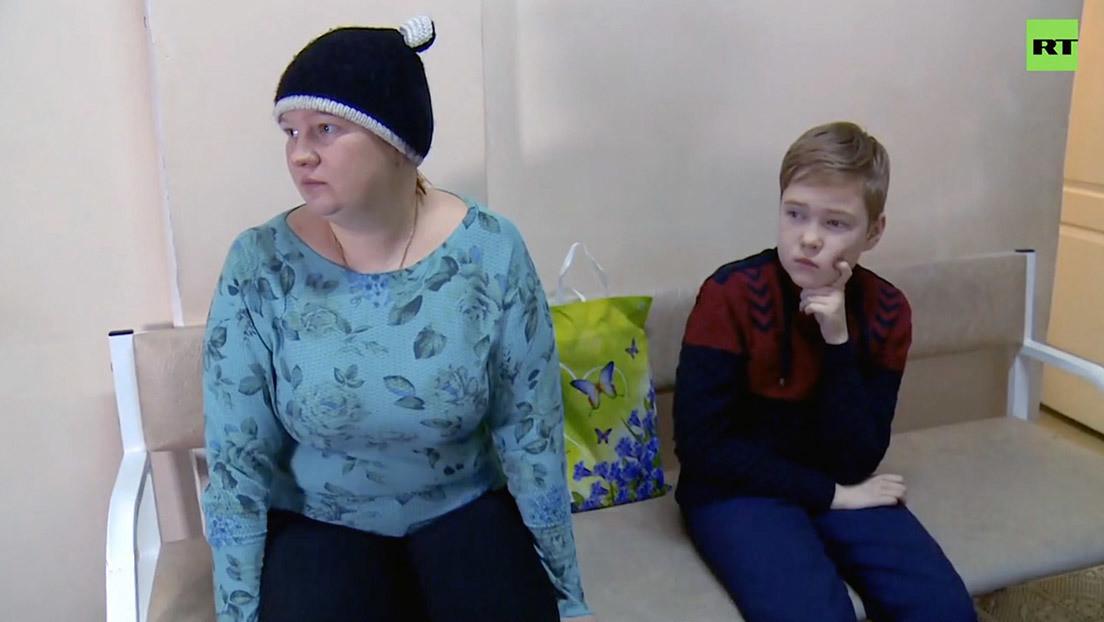 Una familia rusa que sufre constantes dolores por una rara enfermedad genética recibe tratamiento gratuito tras años de espera