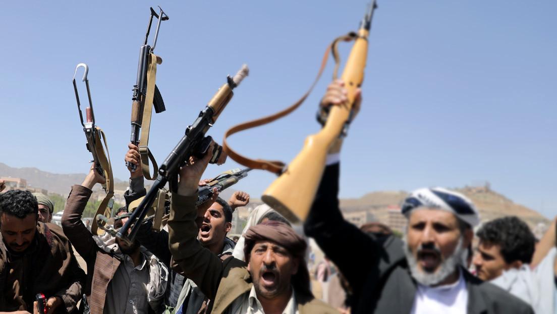 Insurgentes yemeníes afirman haber atacado un aeropuerto, una base aérea y otros objetivos en Arabia Saudita