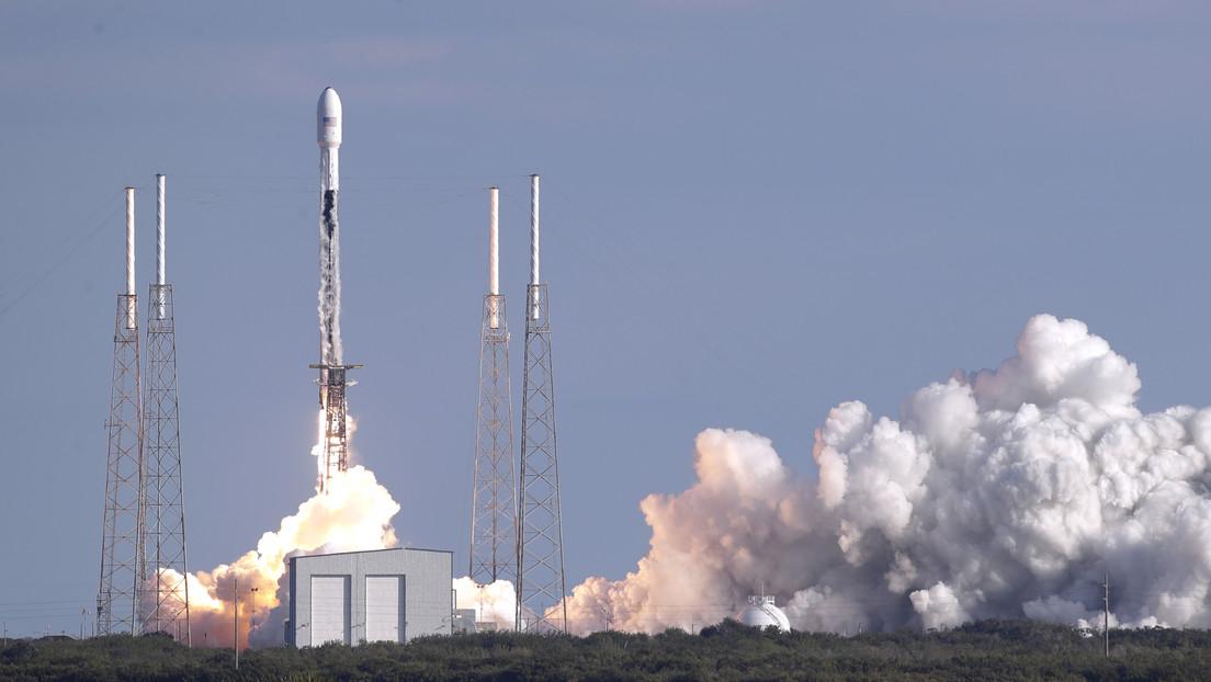 """SpaceX lanza su cuarto lote de satélites para crear """"el sistema de internet de banda ancha más avanzado del mundo"""""""