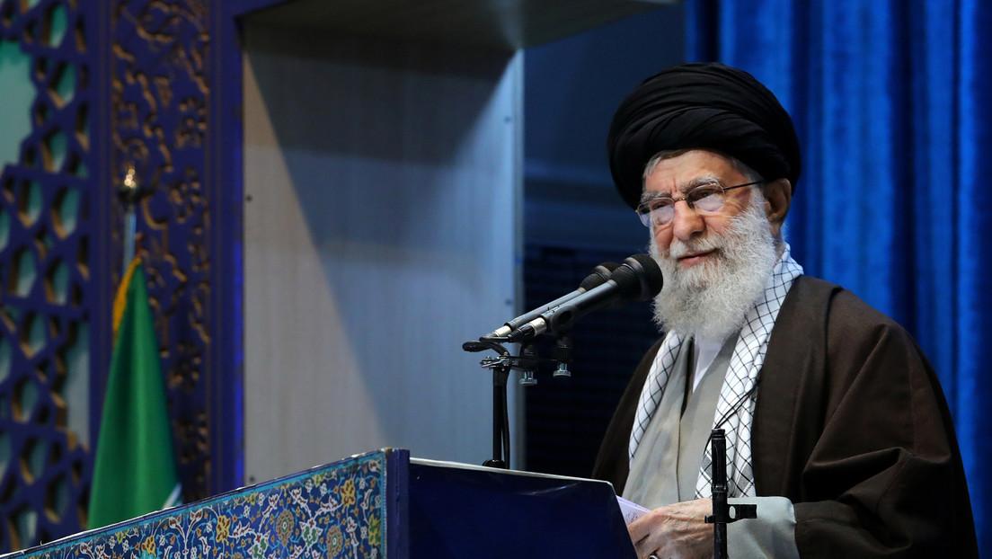 """El líder supremo de Irán califica de """"satánica y malvada"""" la política de Trump sobre Palestina"""