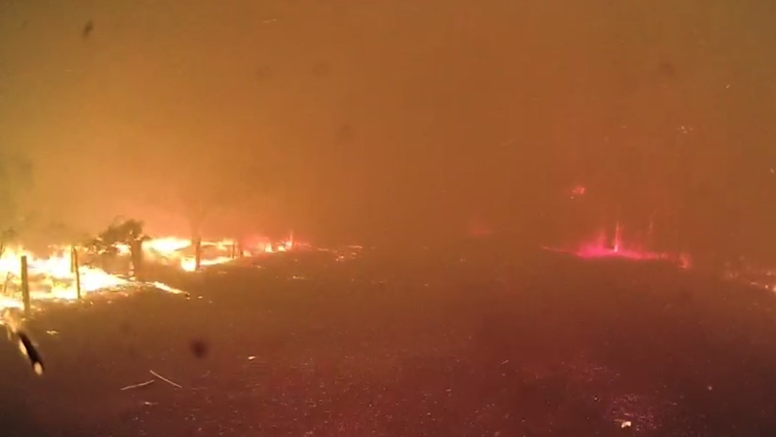 VIDEO: Captan la aterradora velocidad con la que se propaga un incendio cuando cambia el viento