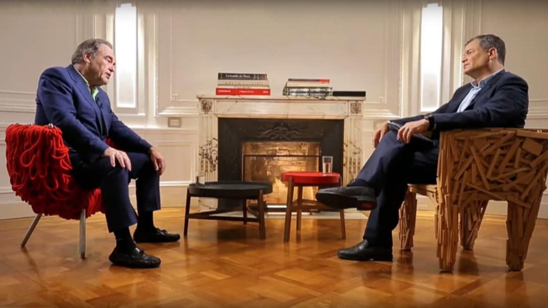 """Oliver Stone a Correa: """"No sabré nada de Bolivia hasta que vea RT, y por desgracia, RT está prohibido, lo retiraron de los contratos televisivos"""""""