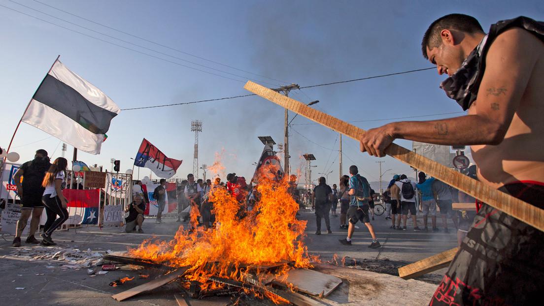 Hinchadas chilenas se unen para protestar, tras la muerte de un simpatizante atropellado por Carabineros