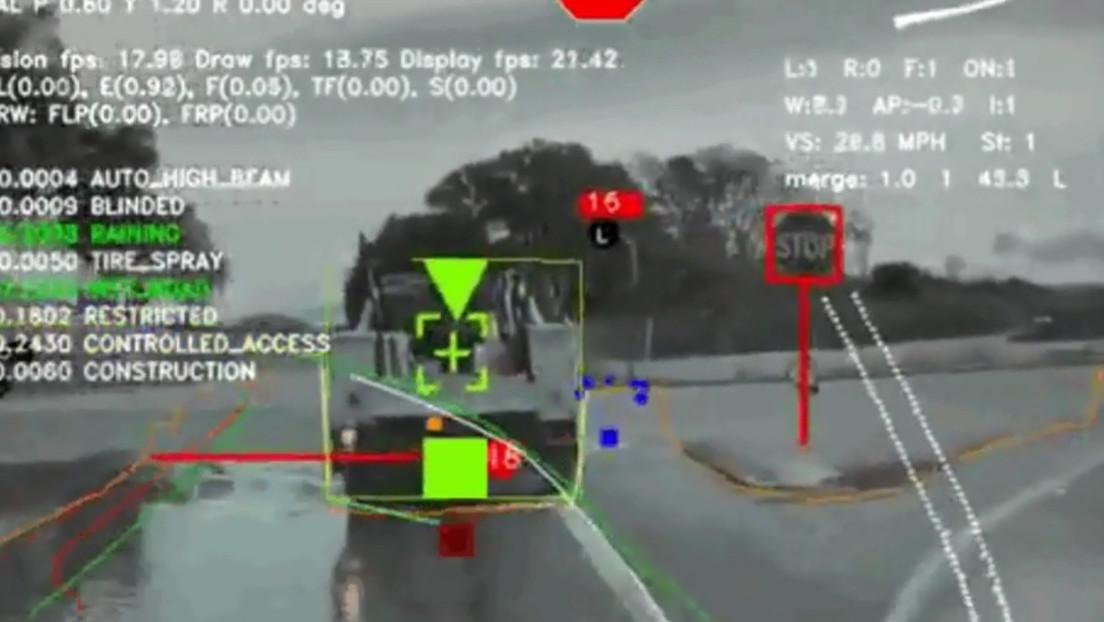 VIDEO: Esto es lo que ve el piloto automático de Tesla mientras conduce
