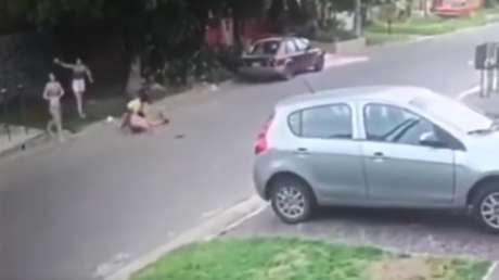 Entra a robar a una casa sin saber que la propietaria es una experta en kick boxing y el asalto termina de la peor manera para él (VIDEO)