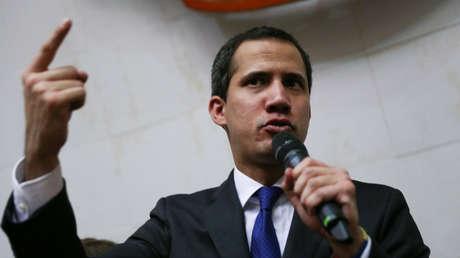 Guaidó ignora a la nueva directiva de la Asamblea Nacional y se juramenta como 'presidente encargado' de Venezuela