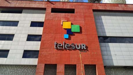 """Juan Guaidó amenaza con """"la sustitución efectiva de la señal"""" de TeleSUR y países socios de la multiestatal le responden"""