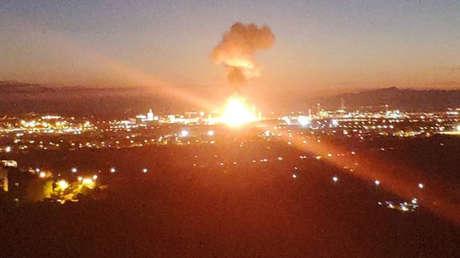 VIDEO: Una fuerte explosión provoca un incendio en un polígono petroquímico de Tarragona