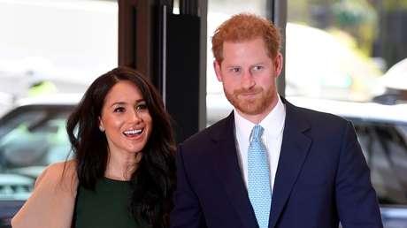 """Burger King ofrece trabajo al príncipe Enrique y Meghan Markle para que no tengan que """"renunciar a la corona"""""""