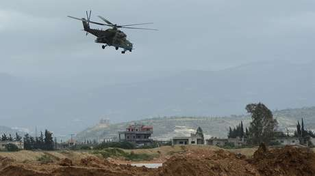Sistemas de defensa antiaérea repelen un ataque de drones contra una base militar rusa en Siria