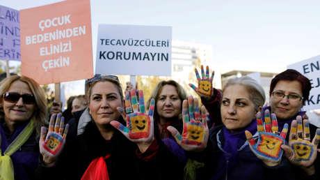 Polémica en Turquía por un proyecto de ley que prevé indultar a los violadores de menores si se casan con sus víctimas