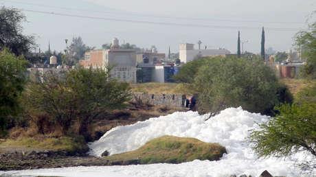 10 años encubriendo el envenenamiento de niños: cómo ocultó México la contaminación de un río por transnacionales
