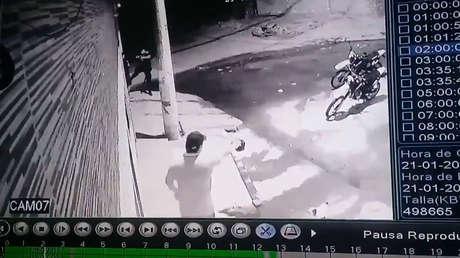 Vendedor ambulante argentino muere en un tiroteo con la Policía tras confundirlos con delincuentes (VIDEOS)