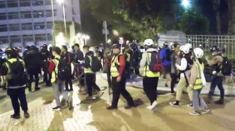 VIDEO: Habitantes de Hong Kong protestan contra el manejo del coronavirus por parte del Gobierno