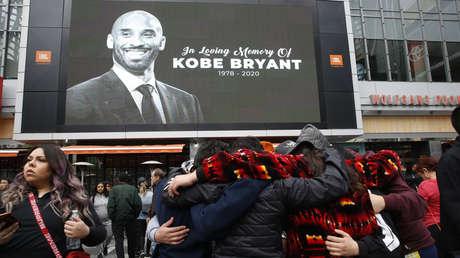 VIDEO: Miles de personas se congregan en el Staples Center para rendir tributo a Kobe Bryant