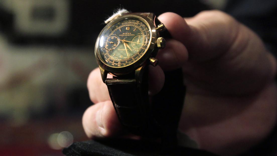 VIDEO: Se cae de espaldas tras saber el precio de un Rolex que guardó por más de 45 años