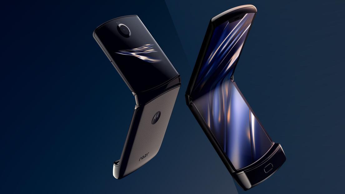"""Motorola dice que """"es normal"""" que la pantalla plegable del Razr tenga bultos y protuberancias"""