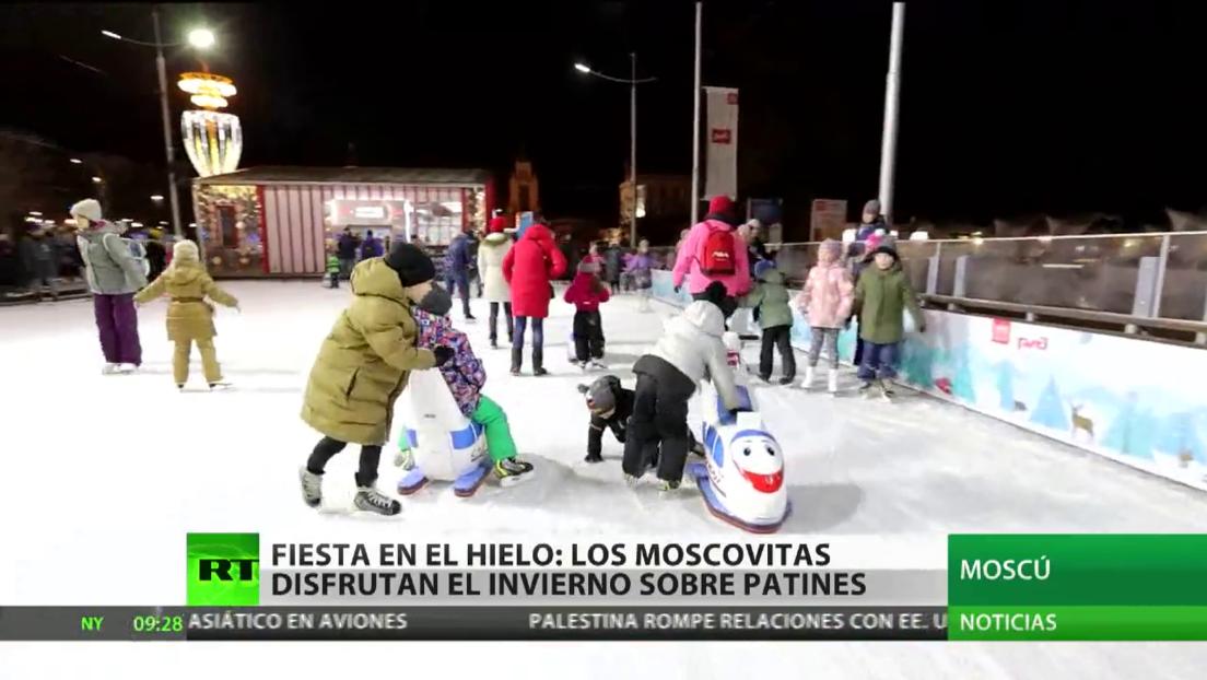 Los moscovitas disfrutan del invierno sobre patines