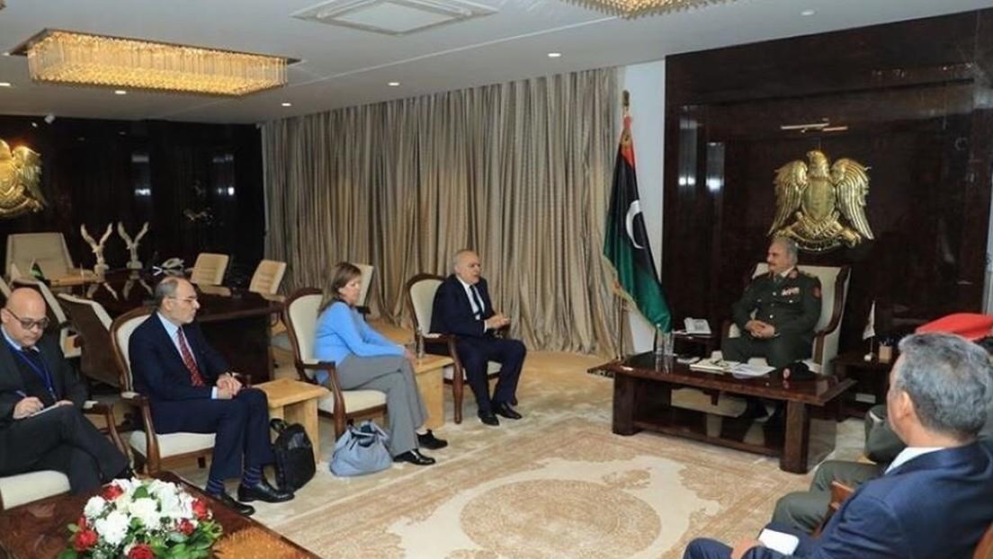 El mariscal Haftar confirma que sus fuerzas participarán pronto en una reunión con el Gobierno de Trípoli en Ginebra