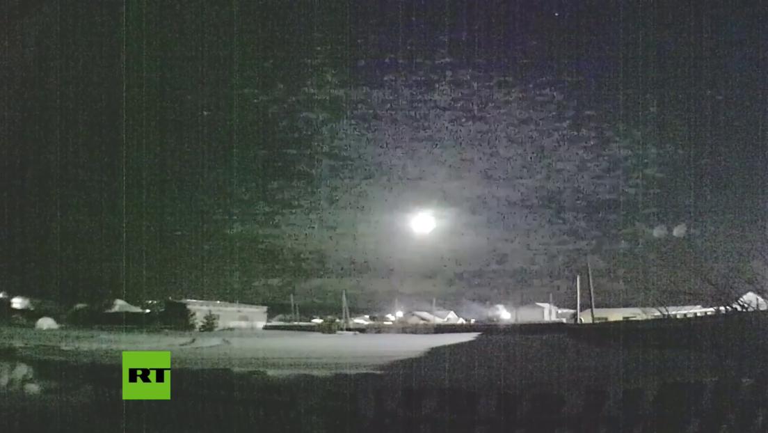 VIDEO: Un meteorito cae en los Urales dejando un gran destello en el cielo