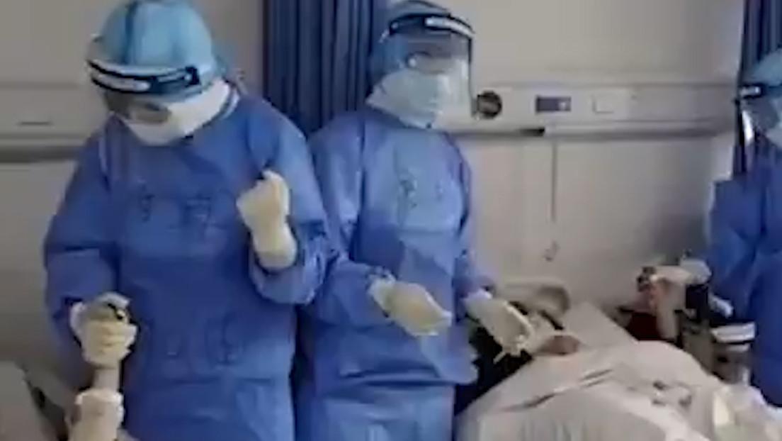VIDEO: Médicos chinos cantan a sus pacientes para apoyarlos en la lucha contra el coronavirus
