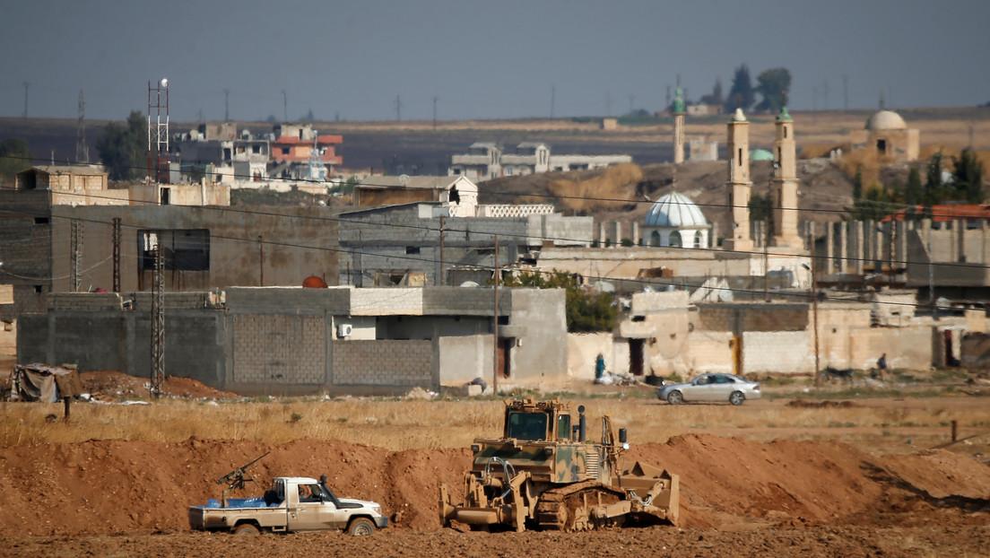 """Erdogan: Turquía atacó 40 objetivos en Siria """"neutralizando a 35 sirios"""" en respuesta a la ofensiva contra militares turcos"""