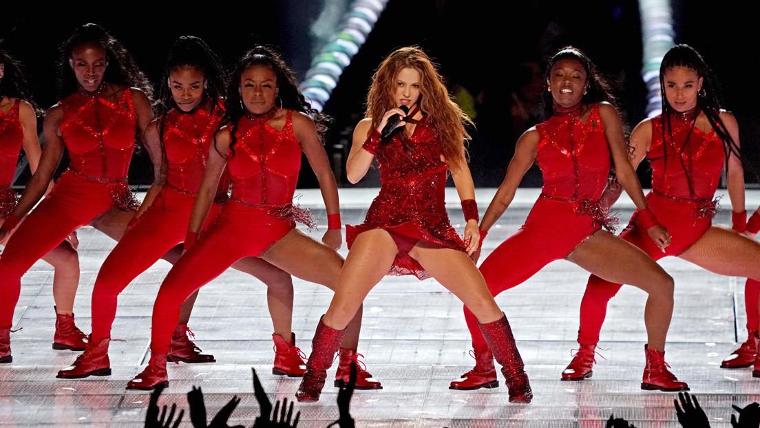 Acusan a Shakira de hacer 'playback' durante su espectáculo en la Super Bowl