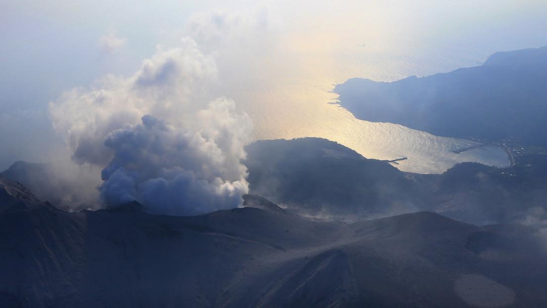 VIDEO: Un volcán japonés entra en erupción y arroja cenizas a 7.000 metros de altura